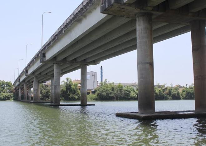 Cầu chợ Dinh bắc qua sông Hương, nơi phát hiện thi thể người đàn ông.