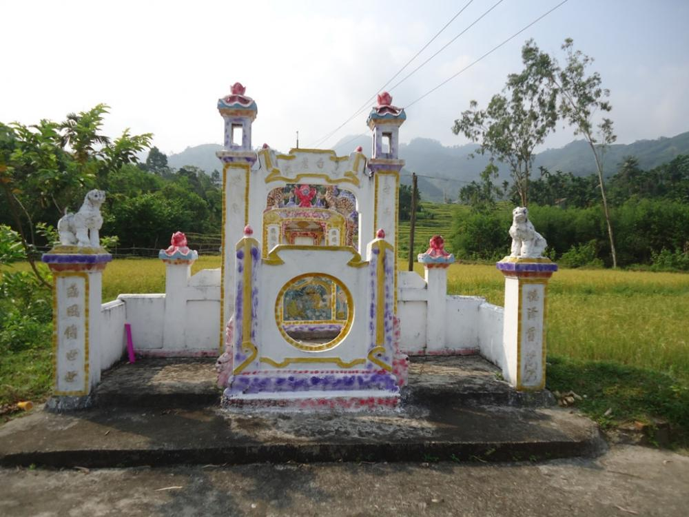 Miếu thờ Bạch Hổ tại Trà Bồng, tương truyền đã có từ hàng trăm năm trước. Ảnh: Tấn Thiên, tháng 4/2014.