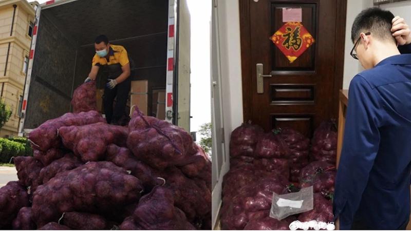 Các nhân viên đã phải dùng tới xe tải để chở 1 tấn hành chuyển đến trước cửa nhà anh chàng người yêu cũ của cô khách hàng