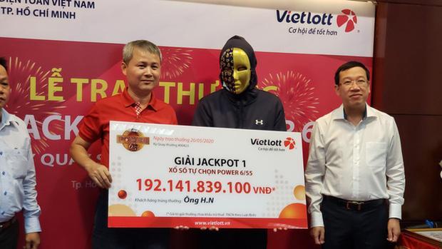 Chiều 20-5, Vietlott đã trao giải thưởng độc đắc trị giá hơn 192 tỉ cho một khách hàng may mắn trúng giải Jackpot 1 Power 6/55