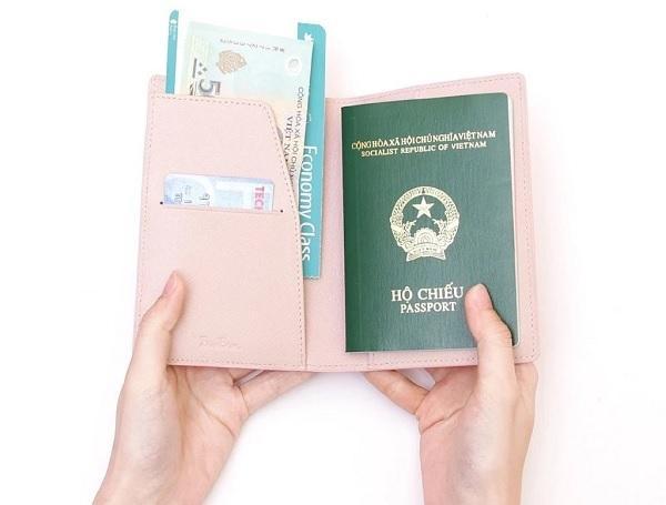 Sổ hộ chiếu của một công dân ở Việt Nam. (Ảnh: Pinterest)