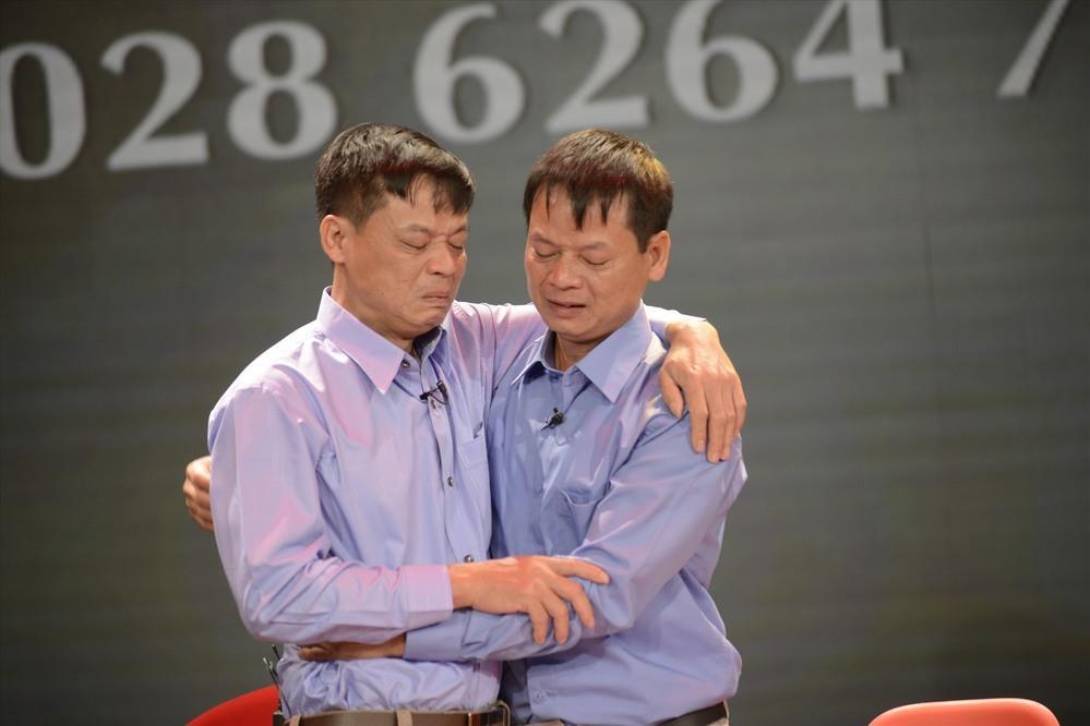 Hai anh em song sinh gặp lại nhau sau 43 năm thất lạc (Ảnh: NCHCCCL)