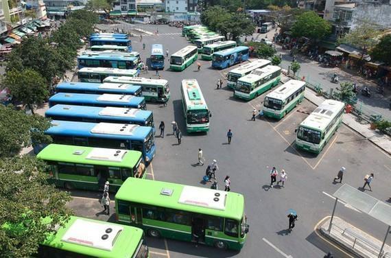 Ảnh một bến xe buýt đang hoạt động tại TPHCM. (Nguồn: Báo SGGP)
