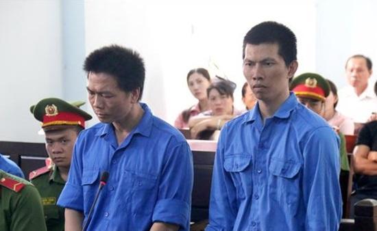 Lê Minh Sơn (trái) và Võ Ngọc Thiện tại tòa
