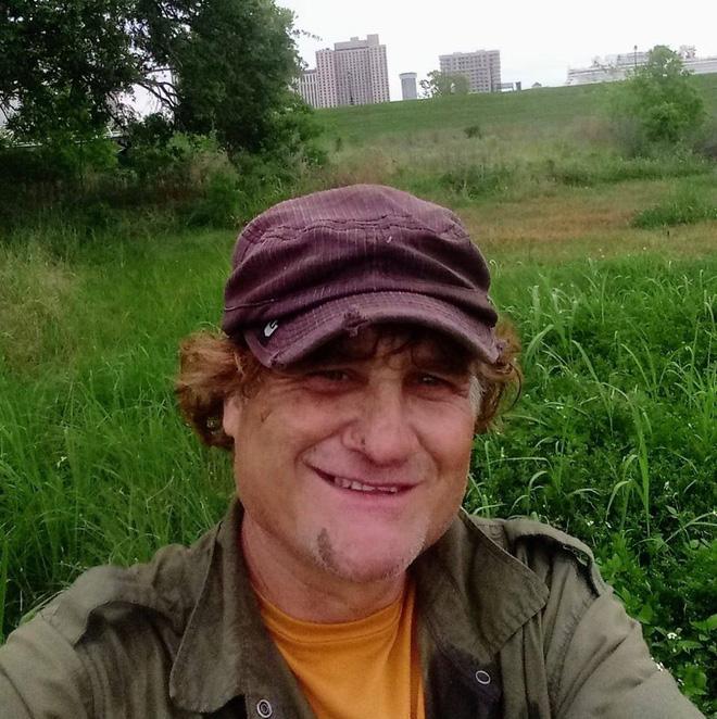Anh Shane Mears - người có đam mê đào cổ vật. (Nguồn ảnh: Facebook nhân vật)
