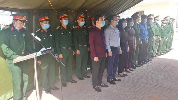 Lãnh đạo UBND huyện Thanh Chương cùng các đơn vị liên quan dâng hương tưởng nhớ liệt sĩ Ngô Bá Văn