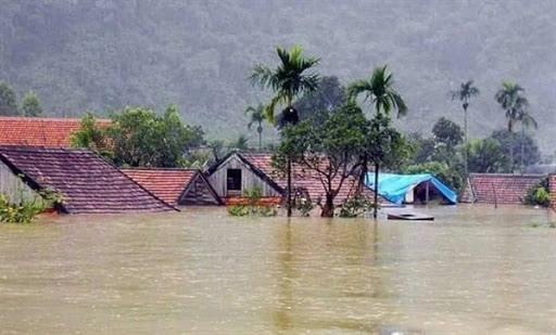 Nhiều cơn bão lũ gây thiệt hại lớn ở miền Trung.