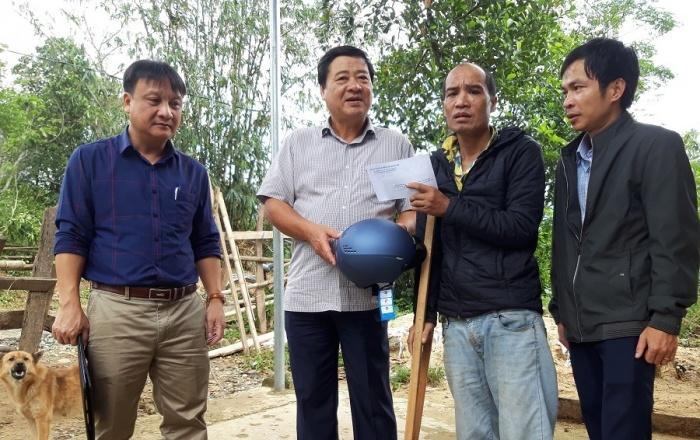 Đại diện Ban ATGT tỉnh Quảng Trị đến thăm hỏi động viên, qua hỗ trợ cho gia đình nạn nhân TNGT tại huyện Đakrông