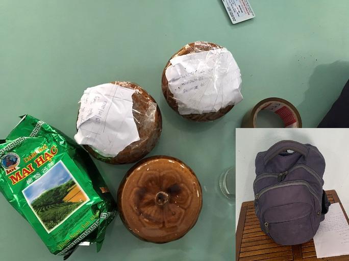 Số hũ gốm thu được từ trong balo bị bỏ quên tại quán ăn