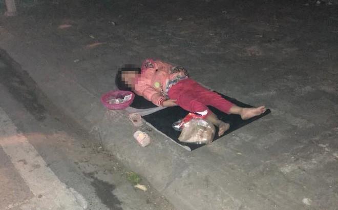 Hình ảnh cô bé nằm bên lề đường trong đêm đông khiến ai cũng nhói lòng