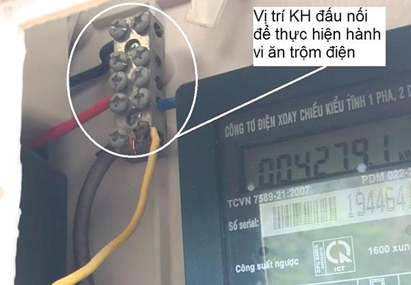 Điện lực Liên Chiểu phát hiện và xử lý vụ trộm cắp điện do ông N. Đ gây ra tại tổ 07, phường Hòa Minh, quận Liên Chiểu (Ảnh do PC Đà Nẵng cung cấp).
