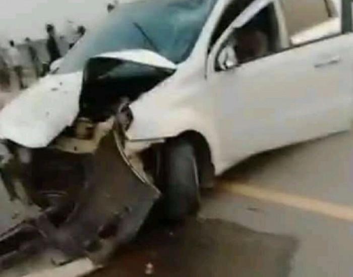Ô tô bị hư hỏng nặng phần đầu xe. (Ảnh: MXH)