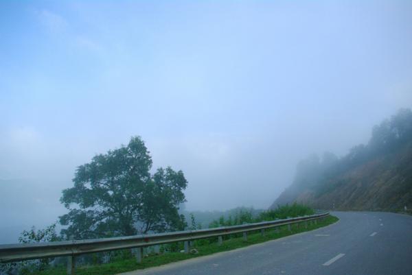 Biển mây bồng bềnh trên đèo Pha Đin. Ảnh:vnexpress.net.