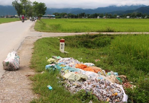Lượng lớn bơm kim tiêm đã qua sử dụng xuất hiện bên Quốc lộ 279