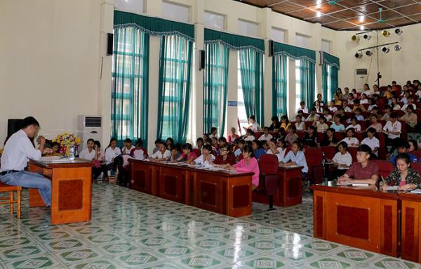 Tân sinh viên của Trường Cao đẳng Sư phạm Ðiện Biên tham gia tuần sinh hoạt công dân - học sinh, sinh viên đầu khóa, đầu năm học.