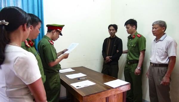 Đối tượng Cao Bá Tuấn, trú tại phường Thanh Trường, thành phố Điện Biên Phủ bị Công an thành phố Điện Biên Phủ bắt hồi tháng 5/2017 vì hành vi dâm ô trẻ em.