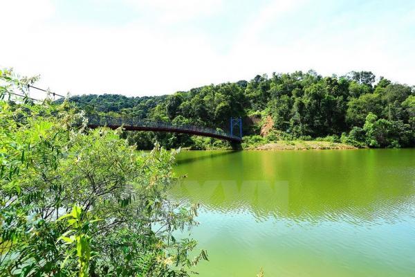 Hồ Pá Khoang nằm giữa một vùng thiên nhiên cảnh đẹp hùng vĩ. Ảnh: Phan Tuấn Anh/TTXVN