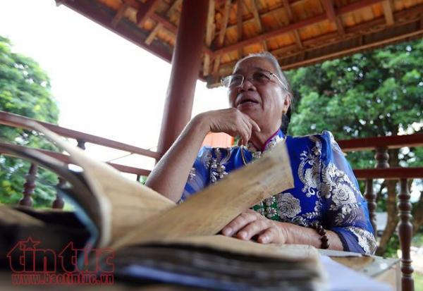 Nghệ nhân ưu tú Lương Thị Đại trăn trở khi chữ Thái cổ đang có nguy cơ mai một.
