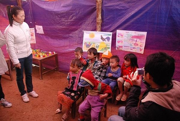 Một buổi lên lớp của học sinh tại bản Huổi Min. ẢNH: T. LIÊN