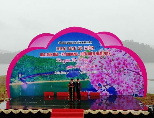Lễ khai mạc sự kiện Hoa Anh Đào, Pá Khoang, Điện Biên năm 2018 diễn ra sáng nay (6/1). Đây là năm đầu tiên Điện Biên tổ chức Lễ hội Hoa Anh Đào.