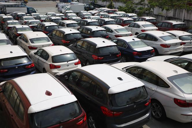 Hàng loạt quy định mới khiến người tiêu dùng khó có xe kịp trước tết. Ảnh: Thanh Niên