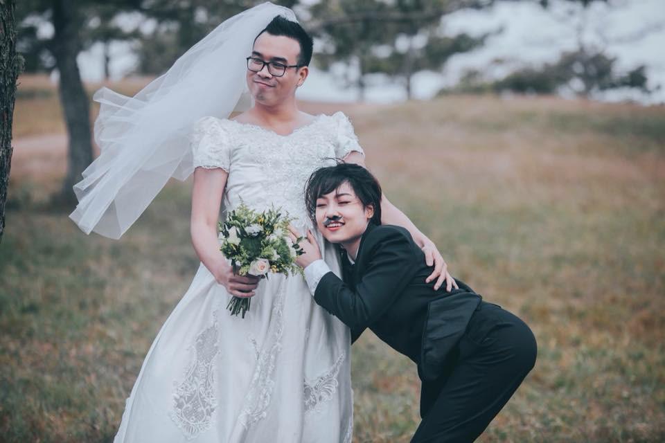 Một số dân mạng không ngần ngại khoe ảnh cưới được chụp theo phong cách