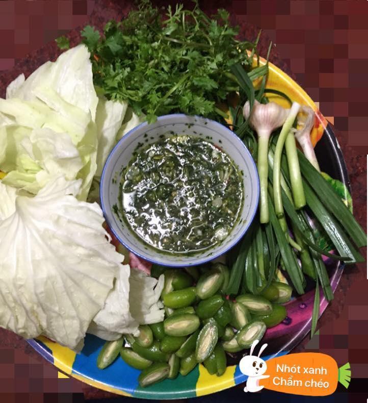 Nguyên liệu gồm nhiều loại rau sống và không thể thiếu cải bắp- ảnh Thùy Trang