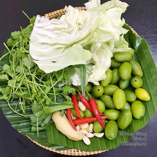 Nhót xanh cuốn bắp cải chấm chẩm chéo- ảnh Eva.vn