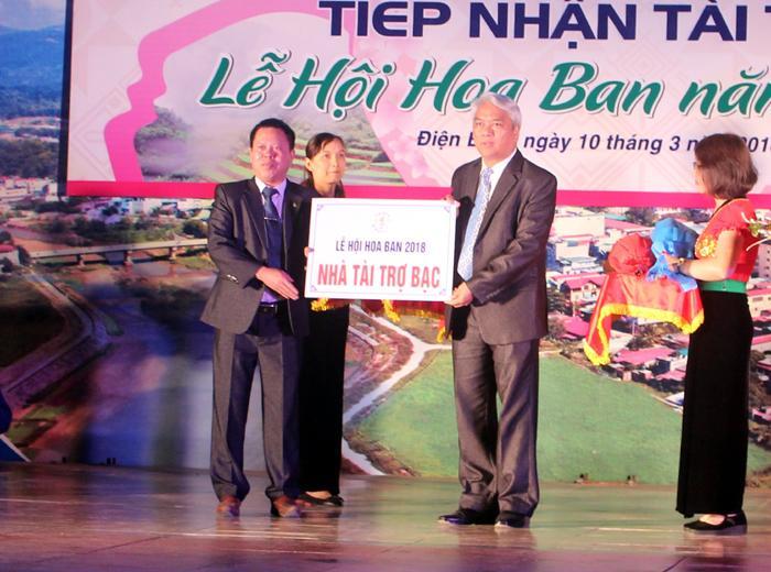 Đồng chí Phạm Việt Dũng, Tỉnh ủy viên, Giám đốc Sở Văn hóa, Thể thao & Du lịch, Phó Trưởng ban tổ chức lễ hội tiếp nhận tài trợ từ các đơn vị, doanh nghiệp.
