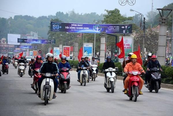 Sau lễ phát động 1000  ĐVTN tham gia diễu hành trên các trục đường chính của T.P Điện Biên Phủ