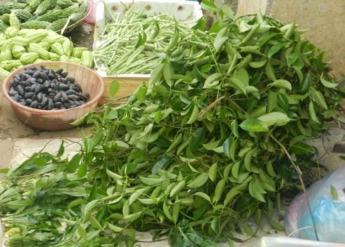 Lá cây vón vén không thể thiếu trong nồi canh chua của người Thái.