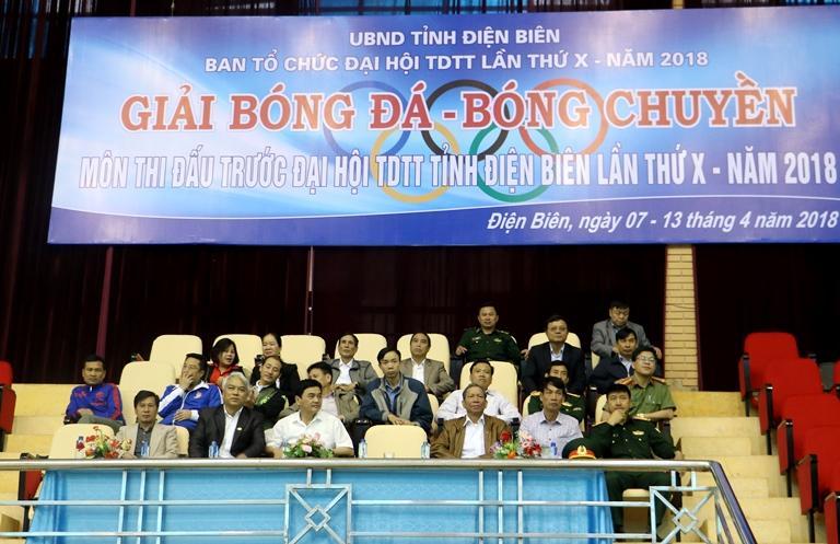 Các đại biểu dự Lễ khai mạc giải Bóng đá, Bóng chuyền, môn thi đấu trước Đại hội TDTT tỉnh lần thứ X, năm 2018.