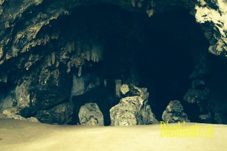 Cửa vào Động Pa Thơm thuộc xã Pa thơm, huyện Điện Biên