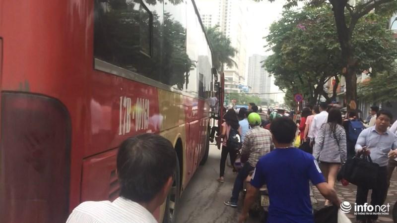 Nhưng ngay khi rời khỏi bến, nhà xe Phiệt Học lại đưa hành khách trở lại xe