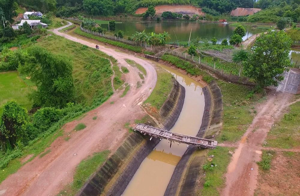 """Công trình Đại thủy nông Nậm Rốm (tỉnh Điện Biên) với sự tham gia của 800 đội viên thanh niên Tháng 8 Thủ đô cùng hơn 1.200 thanh niên các tỉnh miền xuôi năm 1969 đã tạo nên """"mạch sống"""
