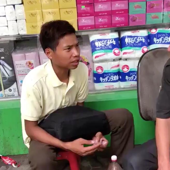 Thanh niên đen đủi (Ảnh từ clip Hưng Thiều)