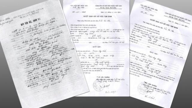 Biên bản bắt tạm giam bà Nga và hai quyết định hủy bỏ việc tạm giam với hai con trai của bà Nga.