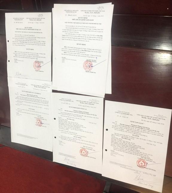 Các quyết định khởi tố vụ án, khởi tố bắt tạm giam các bị can.