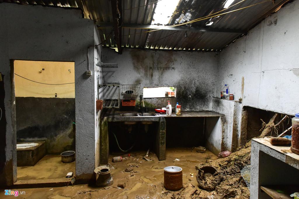 Riêng tại địa bàn xã Sơn Bình, huyện Tam Đường một người trong gia đình có 4 trại nuôi cá tầm, cá hồi bị mất tích, tài sản nhà cửa bị vùi lấp hoàn toàn.