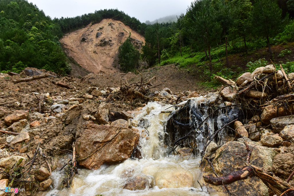 9h sáng 24/6, cơn mưa lớn đã gây ra lũ và sạt lở đất tại Lai Châu.