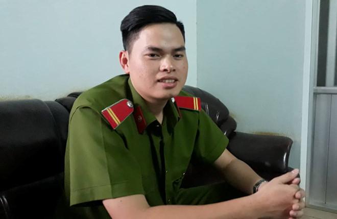 Chiến sĩ Lê Văn Mông, người đạt điểm 10 môn lịch Sử. Ảnh: Trần Lộc.