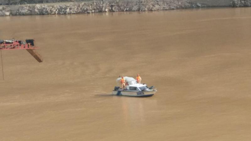 Lực lượng chức năng đã tìm thấy thi thể con gái người lái thuyền bị mất tích trong vụ lật thuyền tự chế chở 10 người ở Lai Châu