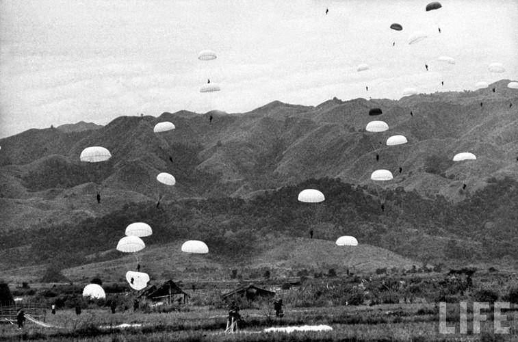 Ngoài đường không, quân đội Pháp tin rằng không còn một đường nào khác có thể đưa được người và hàng hóa tiếp tế vào tới Điện Biên Phủ. Nguồn ảnh: Life.