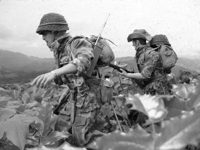 Toàn bộ người, vật liệu, lương thực và đạn dược đều được Pháp tiếp tế bằng máy bay xuống Điện Biên Phủ. Nguồn ảnh: Goodread.