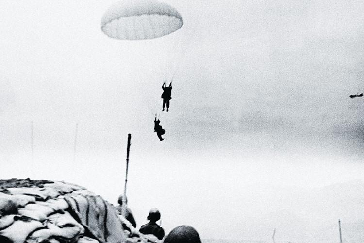 Khác với ở Na Sầm, dù Điện Biên Phủ là một căn cứ được xây dựng rất công phu, tuy nhiên đó chỉ là những gì mà tướng tĩnh Pháp nghĩ. Nguồn ảnh: Goodread.
