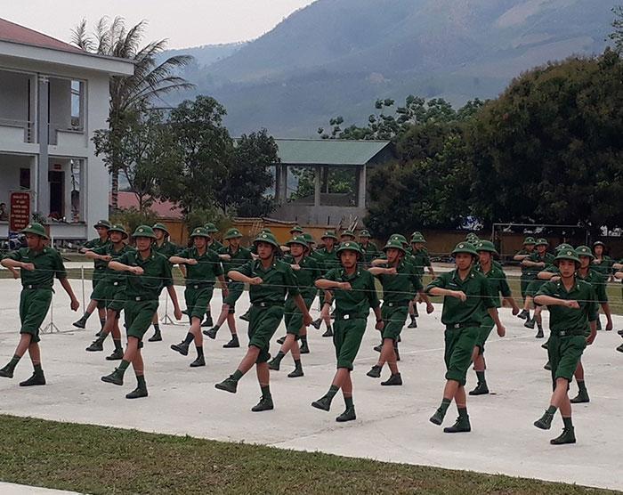 Chiến sĩ mới Tiểu đoàn Huấn luyện - Cơ động (Bộ Chỉ huy Bộ đội Biên phòng tỉnh) huấn luyện đội hình đội ngũ. Ảnh: Phạm Trung
