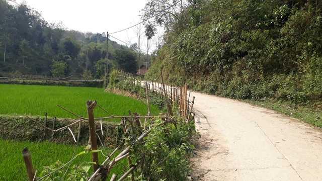 Con đường nhỏ dẫn về xã Thanh Nưa huyện Điện Biên, tỉnh Điện Biên.