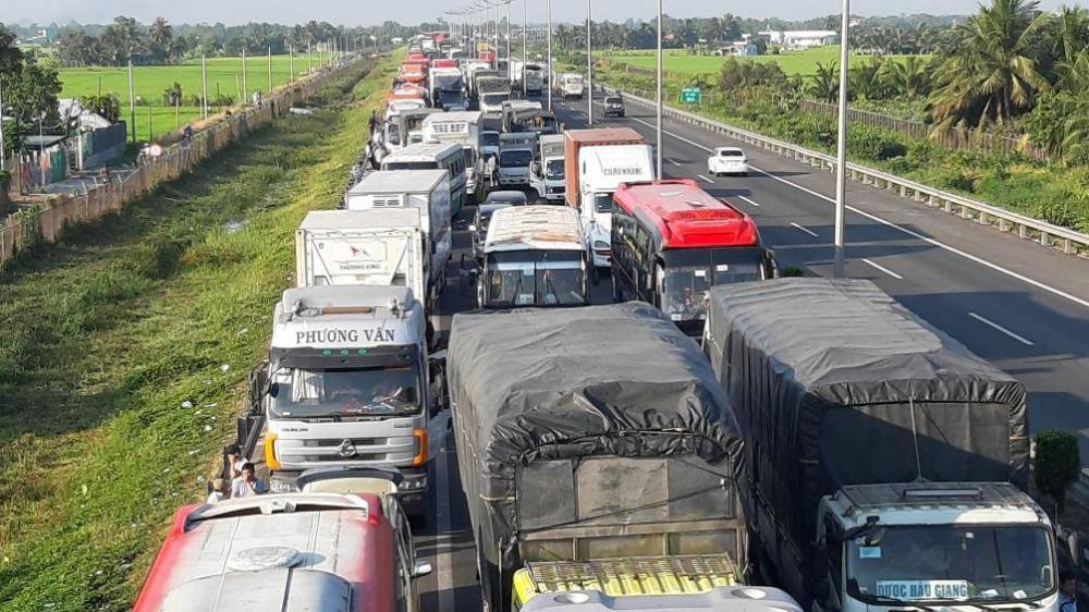 Tai nạn xảy ra khiến cao tốc TP.HCM-Trung Lương kẹt xe nghiêm trọng. Ảnh: Hải Đường