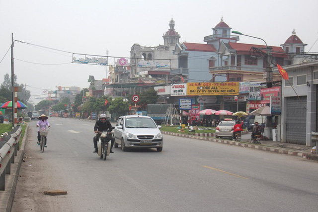 Khu vực chân cầu Ràm (thôn Do Nghĩa, xã Nghĩa An), nơi xảy ra vụ tai nạn giao thông vào tối 14/2 khiến chị Phương t.ử vong. Ảnh: Đ.Tùy