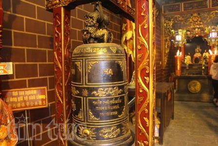 Chiếc chuông, bộ mõ đều được những người trong ban trị sự gìn giữ qua nhiều đời tại chùa Ông